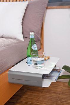 """Der Bettnachttisch """"Option"""" ist eine stilvolle und platzsparende Lösung für all diejenigen, die einen normalen Nachttisch unpraktisch oder Langweilig finden. Mit diesem Bettnachttisch hast du alles immer griffbereit."""