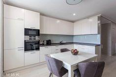 Угловая кухня с крашенными фасадами. Всю квартиру смотрите на сайте!