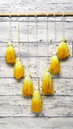 Turmeric Tassel Wall Art : Use this common kitchen spice on this beautiful macrame Boho-chic wall art. Use this common kitchen spice on this beautiful macrame Boho-chic wall art. Diy Crafts Hacks, Diy Home Crafts, Diy Crafts To Sell, Easy Crafts, Diys, Mur Diy, Macrame Wall Hanging Diy, Wall Hanging Decor, Hanging Decorations