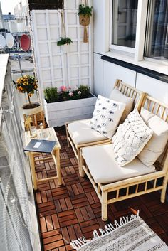 Best 12 Gorgeous Home Balcony Ideas With Unique Table Chairs Design - Balkon - Design RatBalcony Plants tan Furniture Decor, Furniture Design, Diy Furniture Renovation, Patio Decor, Small Balcony Design, Outdoor Patio Decor, Home Decor, Diy Furniture Cheap, Outdoor Furniture Sets