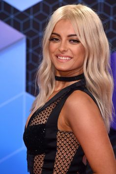 Bebe Rexha Long Wavy Cut - Bebe Rexha looked like a doll with her perfect blonde waves at the MTV EMAs.
