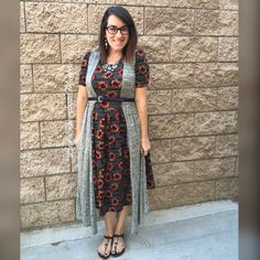 Excuse me while I swoon over this adorable sunflower LuLaRoe Amelia!! threw a joy vest over and added a belt! Great date night outfit!