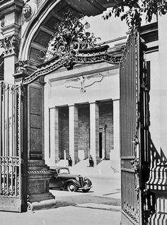 """1939 Blick aus dem Hof des Hauses Voss-strasse 22 (Mossepalais) zur """"Neuen Reichskanzlei"""""""