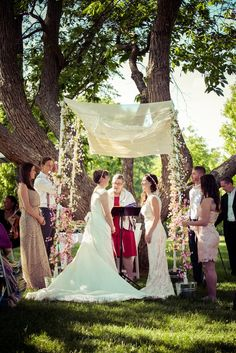 We love this ombre hand-held chuppah as our #ChuppahPickOfTheWeek found via The Knot