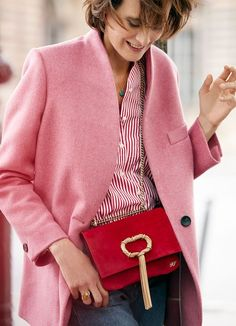 Ines de la Fressange Style Inspiration: Find her best outfits, her latest fashion tips and shop her season must-have pieces on Red Fashion Outfits, Womens Fashion, Fashion Trends, Ines Fressange, Blue Jacket, Pantalon Bleu Marine, Parisienne Style, Look Rose, Estilo Preppy