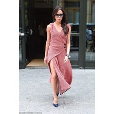 Victoria Beckham accentuates her slender legs in skinny-cut trousers ❤ liked on Polyvore