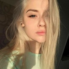 Hair Care Tips That You Shouldn't Pass Up. If you don't like your hair, you are not alone. Blonde Aesthetic, Aesthetic Girl, Makeup Aesthetic, Gothic Aesthetic, Pretty People, Beautiful People, Pretty Blonde Girls, Blond Girls, Little Blonde Girl