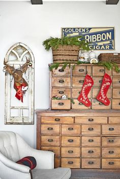 Deck the halls with these amazing Christmas decoration ideas. From Christmas tree decor to outdoor Christmas decorations, our holiday decorating inspiration will add festive flair to any home this season. Christmas Love, Country Christmas, Christmas Pictures, Vintage Christmas, Christmas Crafts, Christmas Ideas, Christmas Quotes, Christmas Nails, Christmas Traditions