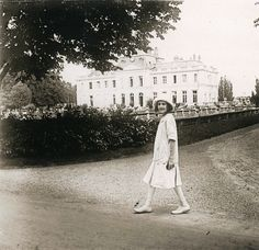 Eerie Photos Reveal The Lonely Life Of A Reclusive Heiress And Her Empty Mansions