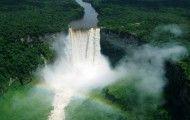 #Venezuela et #Guyana – les chutes les plus hautes du monde  Si vous aimez observer la faune et de la flore dans des endroits vierges et loin des foules, ce voyage à travers les hauts plateaux et la jungle du Venezuela et de la Guyana est fait pour vous ! Du fleuron du parc de #Canaima, la chute Salto Angel, au grondement des chutes #Kaieteur