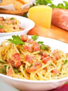 Provate gli Spaghetti alla carbonara senza uova. Oltre che veramente ottimi, risultano più leggeri senza perdere per nulla il loro sapore inconfondibile.