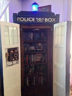 I'd love to have this in my house!! #lovedoctorwho #10th #Tennant #11th #Smith #Tardis