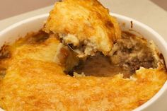 Easy Cheesy Cottage Pie A word from Chef Craig: This one is a winner for the colder months. You can prepare the pie in advance and then bake it as. Side Recipes, Low Carb Recipes, Dinner Recipes, Cooking Recipes, Healthy Recipes, Cottage Pie, Butter Chicken, Lchf, Banting