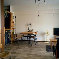 Ryosukeさんの、部屋全体,照明,ナチュラル,雑貨,DIY,カフェ風,カリモク,シンプル,キッチンカウンター,クッションフロア,リノベーション,キッチンカウンターDIY,古材風,茶ベース,のお部屋写真