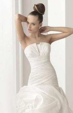 Organza crumb-catcher wedding dress