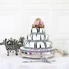 Michael Hockley of Hockley Cakes - Zebra wedding cake to tie in South African roots? (Nicola & Kieron Real Wedding from hitched.co.uk)