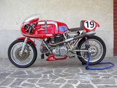 Ducati 900SS round case race bike