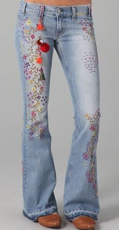 TEXTILE Elizabeth and James Embroidered Jimi Flare Jeans. be cute with a white tank and sandals Estilo Fashion, Denim Fashion, Boho Fashion, Indian Fashion, Fashion Ideas, Embellished Jeans, Embroidered Jeans, Jeans With Embroidery, Embroidery Stitches