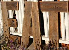 Beyond The Picket Fence :EAT.make letters/words using old weathered fence pieces - for dining deck! Fence Board Crafts, Old Fence Boards, Diy Fence, Fence Ideas, Fence Post Crafts, Pallet Boards, Fence Landscaping, Old Wood Projects, Cool Woodworking Projects