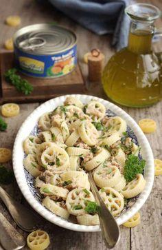 salata-de-paste-cu-ton Good Food, Yummy Food, Delicious Recipes, Tuna Salad Pasta, Food And Drink, Vegetarian, Favorite Recipes, Vegan, Healthy