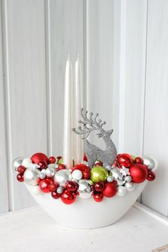 Here are easy Christmas decoration ideas which are within your budget. These dollar store Christmas decor ideas are cheap DIY Frugual Decorations for Xmas. Dollar Store Christmas, Christmas On A Budget, Simple Christmas, Christmas Wreaths, Christmas Crafts, Christmas Ornaments, Advent Wreaths, Nordic Christmas, Modern Christmas