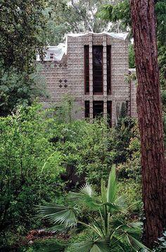 Millard House/ La Miniatura.(under reconstruction). Pasadena, Ca. 1923, Frank Lloyd Wright. Textile block period.