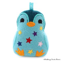 Pinguin Belle mit Sternen ITH Stickdatei. Stars penguin ith embroidery for an embroidery machine.