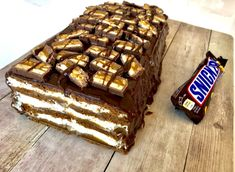 Snikers lodowy - pyszne ciasto bez pieczenia! - Blog z apetytem Chocolates, Food Cakes, Cake Recipes, Food And Drink, Cooking Recipes, Vegetarian, Sweets, Baking, Blog