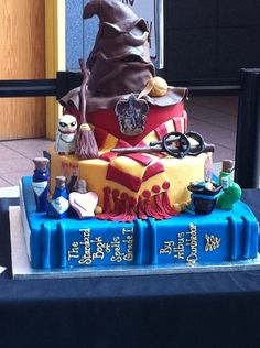 Okay I need to find somene really talented to make an awesome Harry Potter cake stat! Bolo Harry Potter, Gateau Harry Potter, Harry Potter Fiesta, Harry Potter Birthday Cake, Harry Potter Food, Harry Potter Wedding, Harry Potter Theme, Harry Potter Cake Decorations, Cute Cakes