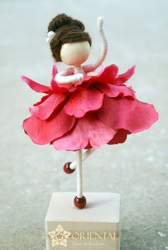 Red Petal Doll, No face red flower doll, Flower Lady Doll, Pearl clipped bun lady in red doll Fairy Crafts, Doll Crafts, Diy Doll, Red Dolls, Felt Fairy, Clothespin Dolls, Flower Fairies, Miniature Fairy Gardens, Fairy Dolls
