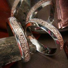#gyűrű #ring #loveyou #karikagyűrű #esküvő #wedding #rusticmodern #rosegoldjewelry  www.matheekszer.hu Rum, Wedding Rings, Engagement Rings, Modern, Photos, Instagram, Jewelry, Enagement Rings, Trendy Tree