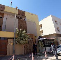 リビアの首都トリポリ(Tripoli)にあるヨルダン大使館(2014年4月15日撮影)。(c)AFP/MAHMUD TURKIA ▼16Apr2014AFP|駐リビアのヨルダン大使を武装集団が拉致 http://www.afpbb.com/articles/-/3012712 #Tripoli