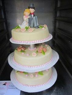 Liefde is.... samen het ja wordt geven. Hier kan natuurlijk de bruidstaart niet bij missen. Gemaakt naar de wensen van onze klant. Maakvrijblijvend een afspraak en dan bespreken we al jullie wensen! Kijk alvast eens op 123gebak.nl