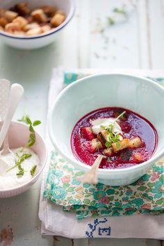 Rödbetssoppa med timjankrutonger & ärtskotts-crème fraiche » Dagmar's Kitchen