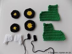 Patroon John Deere tractor sleutelhanger Benodigheden: Phildar Coton 3 groen 44 Phildar Coton 3 geel 45 Phildar Coton 3 w... Crochet Crafts, Crochet Projects, Tractor Birthday Cakes, Knitting Patterns, Crochet Patterns, Crochet Christmas Gifts, Sensory Blanket, Crochet Baby Toys, Toy Craft