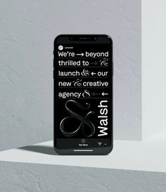 The ui digital design is interesting. I like how it's clear to read with eye-catching graphic elements. Web Design Trends, Interaktives Design, Graphic Design Inspiration, Layout Design, Flat Design, Web Design Tutorial, Applications Mobiles, News Website Design, Editorial