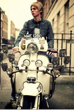 Photo of Mod scooters for fans of Mod movement). Scooters Vespa, Lambretta Scooter, Motor Scooters, Piaggio Vespa, Mod Scooter, Scooter Girl, Scooter Parts, Electric Scooter, Quad