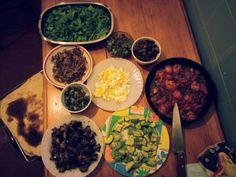 Pizzeada con Pau  Palta+hongos+huevo+berenjenas+cebolla+huevo+espinacas+verdeo+tomates +queso azul