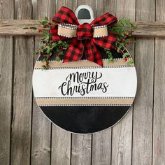Wonderful No Cost Merry Christmas Home Sign, Buffalo Plaid Front Door Decor, Round Door Decoration. Tips Your individual door hanger Sure, the classic is needless to say the door pendant, in which on the l All Things Christmas, Christmas Holidays, Christmas 2019, Christmas Vacation, Christmas Ideas, Christmas Movies, Diy Christmas Stuff, Diy Christmas Projects, Diy Christmas Home Decor