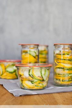 Here is the recipe for savory zucchini slices to preserve zucchini for the winter. Here is the recipe for savory zucchini slices to preserve zucchini for the winter. Healthy Dessert Recipes, Healthy Chicken Recipes, Fish Recipes, Vegetable Recipes, Paleo Recipes, Healthy Snacks, Zucchini Slice, Evening Meals, Spicy