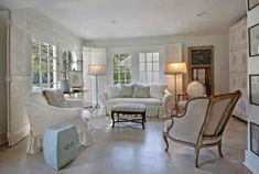 ❥ love this room, the huge window {doors} and those lamps...