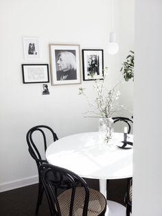 Death By Elocution Scandinavian Interior Design, Modern Interior, Interior Design Inspiration, Home Decor Inspiration, Kitchen Interior, Room Interior, Dining Corner, Dining Room, Dining Area