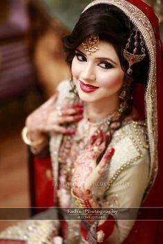 Pakistani Wedding Hairstyles, Pakistani Bridal, Beautiful Bride, Most Beautiful, Indian Costumes, Wedding Moments, Dressing, Photoshoot, Elegant