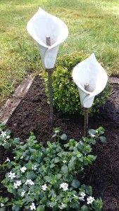 Kalla på armeringsjärn för trädgården / Arum lily on rebar for the garden / Handgjord keramik / Handmade ceramics / dbME - design by Mona Elwing
