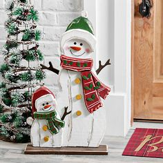 Wooden snowman and snowkid outdoor statue kirklands. Wooden Christmas Crafts, Christmas Door Decorations, Christmas Porch, Christmas Signs, Rustic Christmas, Christmas Art, Christmas Projects, Holiday Crafts, Christmas Ornaments