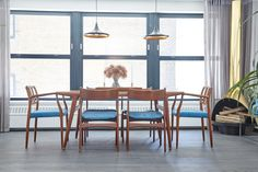 Bright dining space with a midcentury modern chairs and matching pendant lights Rebecca Minkoff, Bedroom Paint Colors, Amazing Spaces, Home Decor Trends, Decor Ideas, Decorating Ideas, Room Ideas, Modern Chairs, Midcentury Modern