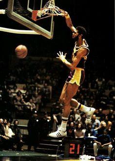 Kareem abdul-jabbar sports баскетбол, спорт y легенды. Basketball Jones, Love And Basketball, Sports Basketball, College Basketball, Basketball Players, Basketball Court, Jordan Basketball, Basketball Pictures, Sports Pictures