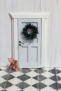 Fun And Easy Diys, Mouse Hole, Elf Door, Christmas Diy, Xmas, Fairy Doors, Miniture Things, Holidays And Events, Diy And Crafts