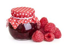 When in season berries are plentiful and reasonably priced, making them an excellent choice for homemade jam. This is a guide about making berry jam. Christmas Jam, Edible Christmas Gifts, Edible Gifts, Christmas Cooking, Christmas Recipes, Christine Ferber, Jam Maker, Homemade Raspberry Jam, Jam And Jelly