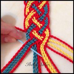Bilderesultat for ply split braiding tutorial Tapestry Bag, Tapestry Crochet, Weaving Yarn, Hand Weaving, Macrame Patterns, Crochet Patterns, Motif Ikat, Crochet Stitches, Knit Crochet